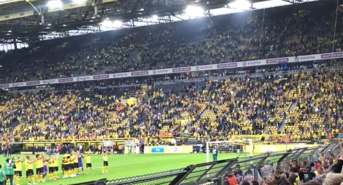Borussia Dortmund spielt gegen RB Leipzig und gewinnt.