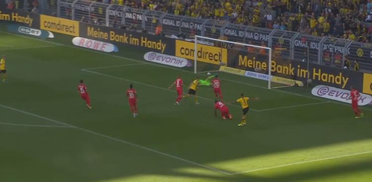 Es klingelt zum 2:0 für Borussia Dortmund