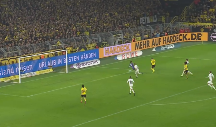 Marco Reus erzielt gerade das so wichtige Tor.